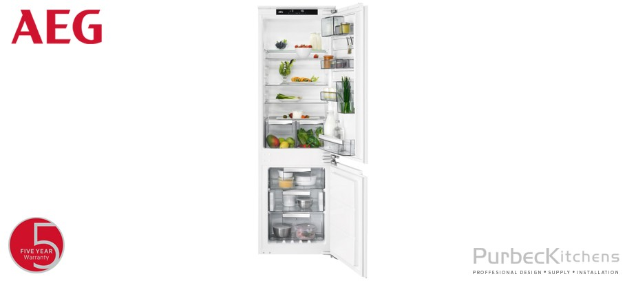 Integrated CustomFlex® Fridge Freezer