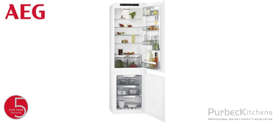 Integrated CustomFlex® Fridge Freezer
